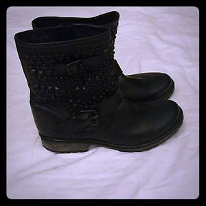 Steve Madden black stud leather boots(never worn)
